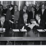 Unterzeichnung des Hauptstadtvertrags © Landesarchiv Berlin/E. Kasperski 1992