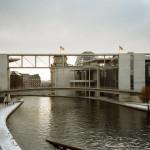 Stege zwischen den Parlamentsgebäuden